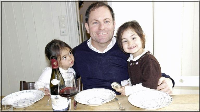 Pappa er veldig glad når begge jentene