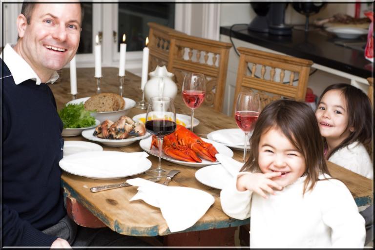Å være helt alene med pappa skal selvsagt være ekstra spennende, morsomt og overraskende. Barn elsker stort sett det meste de får servert om foreldre er flinke til å introdusere variert mat til sine små.
