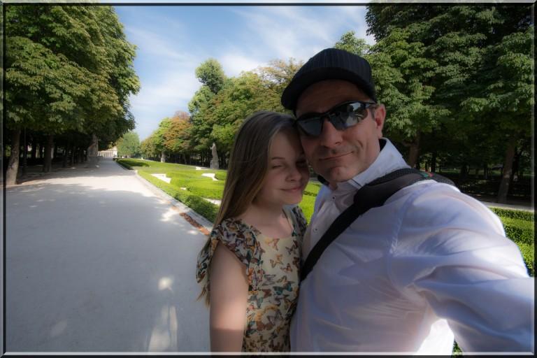 Pappa sammen med jenten sin i Retiroparken