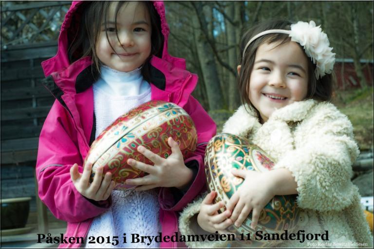 Så kom påskeharen til Sandefjord. I hagen fant barnene gaver og påskeegg spekket med massevis av ting tang og godteri.