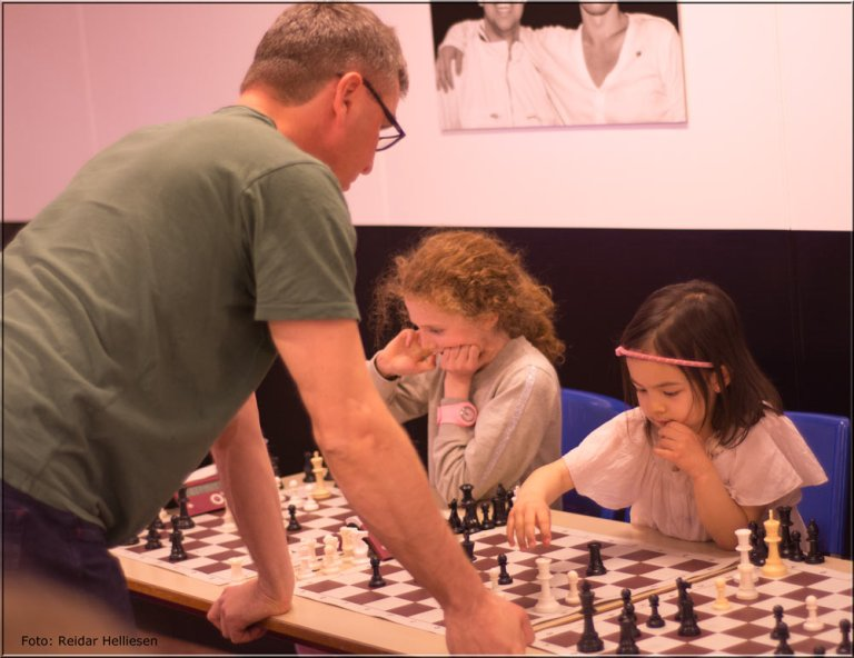 Det gikk fort da Simen Agdestein og Lykke-Merlot spilte mot hverandre.