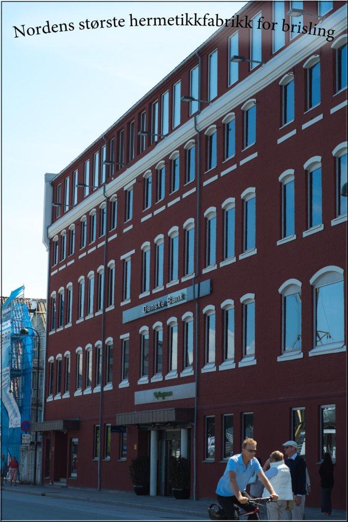 Oldefars gigantiske hermetikkfabrikk er fremdeles ruvende i landskapet mitt i vågen i Stavanger. Han var en pioner i arbeidet. Tok utdannelse i hermetikkens kunstner og markedsføring.