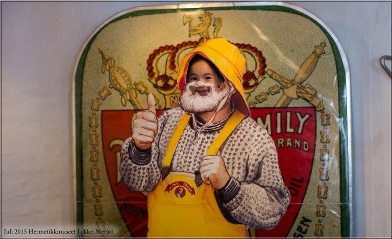 Lykke-Merlot likte godt å posere som fisker. Oldefar var kjent som en dyktig markedsfører som produserte en rekke iddiser med spennende motiver. Hermetikkmuseet er det eneste museet i Stavanger som går med økonomisk overskudd. Imponerende i seg selv.
